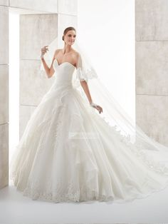 Roamntic Organza ball gown strapless v-neck Wedding Dresses with Lace  Appliques PDWD0072 Appliques 3df02d529658