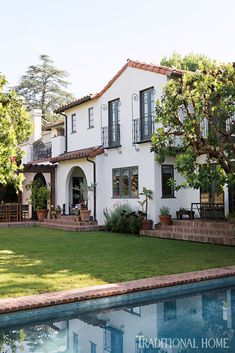 Inside a beautifully layered and charming Spanish Colonial Revival in Los Angeles! - Mix and Chic: Inside a beautifully layered and charming Spanish Colonial Revival in Los Angeles! Spanish Revival Home, Spanish Colonial Homes, Spanish Style Homes, Spanish House, Spanish Mansion, Spanish Exterior, Colonial Mansion, Colonial Exterior, Front Courtyard