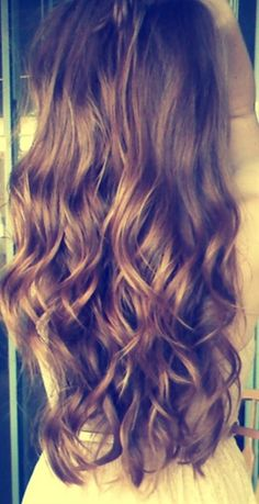 Perfect wavy curls