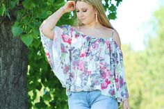 We will let you all in on a little secret of ours - we love any sort of detailed sleeve! This flowy fit is so flattering & it's lightweight enough for lots of summer wear! Available in stores & ONLINE at shopamelias.com. Go check it out! #ShopAmelias #ShopAmeliasOnline #ShopSmallOnline #OnlineShopping #OnlineBoutique
