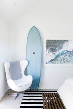 In the corner of the master bedroom sits an Arne Jacobsen Egg Chair in keeping with the white theme of the home, but splashes of beachy blue with the surf board (a design by Josh Hall) and St. Barth's Coastal Bedrooms, Coastal Living Rooms, Surf Theme Bedrooms, Modern Bedrooms, Master Bedrooms, Deco Surf, Ocean Bedroom, Ocean Inspired Bedroom, Calm Bedroom