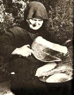 My dear Mother in law used to make the most wonderful bread. Greece Pictures, Old Pictures, Old Photos, Vintage Photos, Greece Photography, Old Commercials, Greek Culture, Good Old Times, Thessaloniki