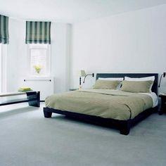 Einrichtungsideen Schlafzimmer Lila Teppichboden Helle Wande Koffer