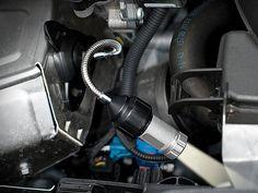 Lescars Kfz Mini Taschenlampe mit 0,5W LED, Akku & 12V Anschluss