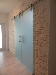 sklenené dvojkrídlové posuvné dvere na pohľadovom nerezovom posuvnom systéme Under Stairs, Understairs Ideas, Tall Cabinet Storage, Garage Doors, Architecture, Outdoor Decor, House, Wine, Furniture