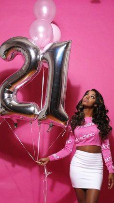 41 Ideas Birthday Photoshoot Ideas For 2019 Birthday Goals, 23rd Birthday, Sweet 16 Birthday, Birthday Ideas, 21 Birthday Outfits, Birthday Photoshoot Ideas, 16th Birthday Outfit, Birthday Photography, Birthday Pictures