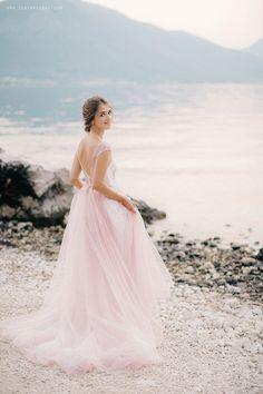 http://sonyakhegay.com/in-the-shades-of-vanilla-sunset/ #wedding #pink #dress #bridal #bride