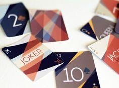 Un giro interesante al diseño de una baraja de cartas. Súperguapo.