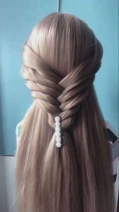 Hairstyle for long hair video tutorial – Tutorial Per Capelli Beauty Tips For Hair, Hair Beauty, Frizzy Hair Tips, Hairstyles For Frizzy Hair, Diy Hair Hacks, Hair Upstyles, Long Hair Video, Hair Videos, Hairstyles Videos