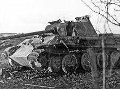 Panzerkampfwagen V Panther Ausf. G (Sd.Kfz. 171)  La carcasse d'un Panther tardif. On notera l'absence de Zimmerit et la modification apportée au menton du mantelet du canon.