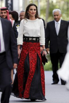 Rania de Jordania se inspira en su 'look' de la Boda Real de los entonces Príncipes de Asturias para vestir de 'glamour' el Día de la Independencia