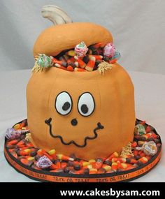 pumpkin cake for thanksgiving theme Halloween Sweets, Halloween Cookies, Halloween Fun, Candy Cakes, Cupcake Cakes, 3d Cakes, Gorgeous Cakes, Amazing Cakes, Chocolate Candy Cake