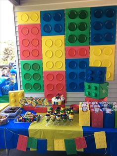 Bricks with Dollar tree tablecloths and plates, blocks with muffin cups. Lego Themed Party, Lego Birthday Party, 6th Birthday Parties, Boy Birthday, Birthday Ideas, Lego Parties, Lego Duplo, Lego Ninjago, Lego Party Decorations
