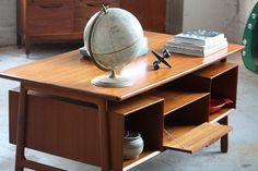 Fierce Gunni Omann Danish Mid Century Modern Teak Floating Top Desk #75 for Omann Jun (Denmark, 1950s)