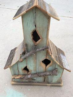 Bird House Plans 301107925083952069 - Awesome Bird House Ideas For Your Garden 128 Source by chantallouvanco Bird House Plans, Bird House Kits, Bird House Feeder, Bird Feeders, Deco Nature, Bird Houses Diy, Garden Houses, Decorative Bird Houses, Bird Aviary