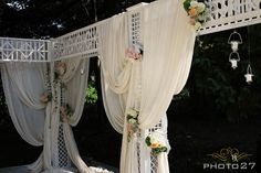 Tissues ceremony decorations - photo by PHOTO27