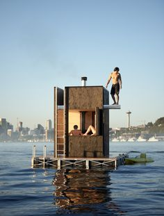 It's hard to imagine a better location for a sauna, than on the actual water. Check out these 5 beautiful floating saunas, from all around the world. Sauna House, Tyni House, Tiny House Cabin, Floating Architecture, Architecture Design, Mobile Sauna, Sauna Design, Outdoor Sauna, Floating House