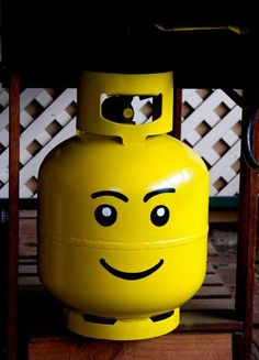 We totally love this DIY Lego tank! Perfect to cheer up your garden.