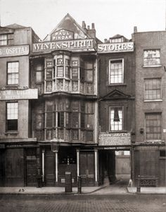 """The """"Paul Pindar's Head Tavern"""" in Bishopsgate Street, London, c.1890. Note the signed entrance to Half Moon Street (i.e. originally Half Moon Alley) on the right hand side of the house front."""