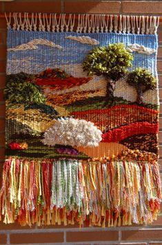 Weaving Loom Diy, Rug Loom, Weaving Art, Tapestry Loom, Small Tapestry, Cute Crafts, Diy And Crafts, Crochet Wall Hangings, Creative Textiles