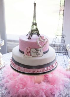 I love the ruffle and band look on the bottom tier