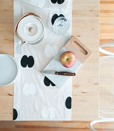 Design*Sponge DIY Apple Stamp Runner