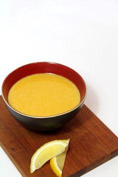 Turkse rode linzensoep uit Istanbul - Dit is niet alleen linzensoep (mercimek çorbasi) uit Istanbul (de stad), maar ook linzensoep uit Istanbul (het kookboek)!  Toevallig had ik alle ingredienten voor deze soep in huis, dus toen het een beetje kouder begon te worden was deze soep ideaal! :D
