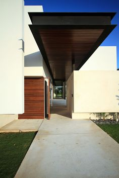 This modern residence is a 2010 project by Seijo Peon Arquitectos that is located in Mérida, Yucatan, Mexico.