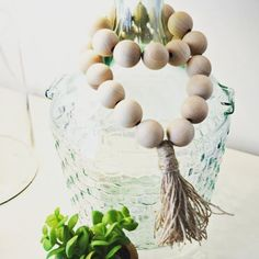 """440 Me gusta, 20 comentarios - Melissa (@thisgirlslifeblog) en Instagram: """"Check out the blog today for this super simple, less than $10 wooden bead garland tutorial. 😍…"""""""