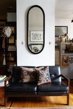 The Studio Apartment that Breaks All the Small-Space Rules In New York's East Village, two design devotees make a lasting home in 370 square feet by letting maximalism lead the way Apartment Interior, Home Interior, Apartment Living, Interior Modern, Apartment Layout, Apartment Checklist, Interior Styling, Decoration Inspiration, Interior Inspiration