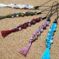 パワーストーンビーズを使ったジグザグ模様の編みストラップの作り方 Macrame Earrings Tutorial, Macrame Tutorial, Earring Tutorial, Bracelet Crafts, Macrame Bracelets, Tassel Necklace, Handmade Accessories, Car Accessories, Crochet Stone