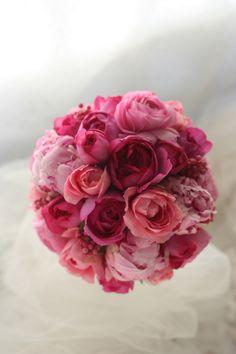 ラウンドブーケ イブピアッチェのピンク、芍薬のピンク ルアンジェ教会様へ