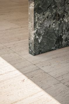 travertin flooring - Mies van der Rohe.