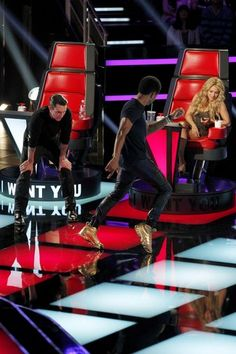 The Voice - Season 6 Adam Checking out Ushers moves