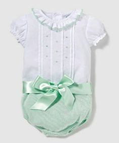 Ropa de bebé recién nacido (fotos) | Blog de BabyCenter Bebe Baby, Baby Boy, Cute Girl Outfits, Kids Outfits, Maternity Boutique, European Girls, Baby Doll Clothes, Cute Little Baby, Bitty Baby