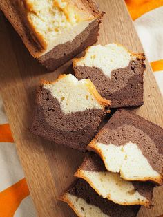 Graafisen kaunis kolmikerros kahvikakku Three layered Bundt cake wit dark chocolate, cocoa and vanilla Cute Baking, Takana, Vegan Recipes, Cooking Recipes, Cheesecakes, Cornbread, Love Food, Banana Bread, Cocoa