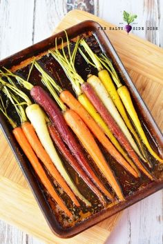 Honey glazed Carrot Recipe, showcase your roasted carrots in a stunning display with a perfectly seasoned honey glaze recipe Side Dish Recipes, Vegetable Recipes, Vegetarian Recipes, Dinner Recipes, Roasted Carrots, Glazed Carrots Oven, Rainbow Carrot Recipes, Gastronomia, Eating Clean