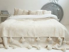Couverture Marocaine Pompons Blanc Crème, Deco Chambre, Idée Déco Chambre,  Déco Maison,