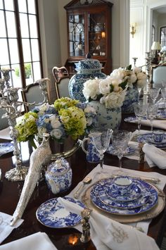 www.modernmagnolia.net Vintage china and vintage inspired accessories for rent. Setting a blue and white table.... - The Enchanted Home