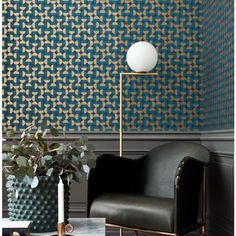 Boldly geometric, the Borastapeter Vertigo wallpaper has been designed by Arne Jacobsen as part of the Scandinavian Designers II collection. Luxury Wallpaper, Designer Wallpaper, Vertigo, Interior Design Living Room, Living Room Decor, Room Interior, Arne Jacobsen, Glass Diffuser, Scandinavian Design
