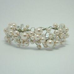 Pulsera de perlas nupcial pulsera perlas Racimo por Nanda en Etsy