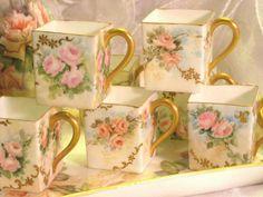 Sada hrníčků na kávu * bílý čtverhranný porcelán se zlatým ouškem a krásnými malovanými růžemi ♥