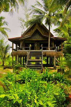 Golden Buddha Beach Resort in western Thailand: a back-to-nature island hideaway with endless beaches. http://www.i-escape.com/golden-buddha-beach-resort/overview