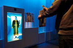 Interaktives Exponat / Hands-On Kleiderspiegel mit Augmented Reality. Projekt für Experimenta Heilbronn. Konzipiert und realisiert von Impuls-Design.