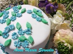 First cake covered with sugarpaste #cake #flowers #blue #handmade #birthday
