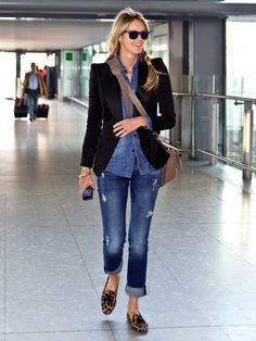 Elle Macpherson grins as she pulls off double denim while making a chic exit from London It's one of the trickier fashions to pull off, with even the likes of Rihanna struggling to make it look cool. Double Denim, Mode Outfits, Fashion Outfits, Travel Outfits, Travel Shoes, Looks Pinterest, Pretty Ballerinas, Mode Jeans, Elle Macpherson