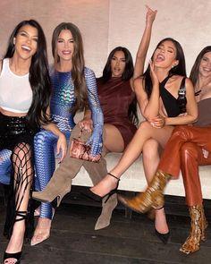 the bands back together Familia Kardashian, Estilo Kardashian, Kardashian Family, Kardashian Jenner, Kourtney Kardashian, Kardashian Style, Estilo Kylie Jenner, Kendall And Kylie Jenner, Kyle Jenner
