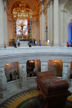 The sarcophagus of Napoleon Bonaparte rests beneath the dome of Les Invalides. Peter's Basilica in Rome. Zurich, History Projects, Photo Storage, Paris Travel, Napoleon, Versailles, Vacation Spots, Places Ive Been, Rome