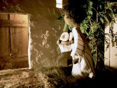 FreeBibleimages :: Parable of the midnight visitor :: Jesus teaches about prayer through a story of a late-night visitor. A set of images for young children (Luke 11:5-10)