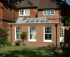 An Orangery Conservatory is perfect for people who can't decide between a traditional extensions or a conservatory. An Orangery makes a stylish finish to any home. Orangery Extension Kitchen, Orangerie Extension, Kitchen Diner Extension, Roof Extension, Extension Ideas, Extension Google, Orangery Conservatory, Coping Stone, Roof Light